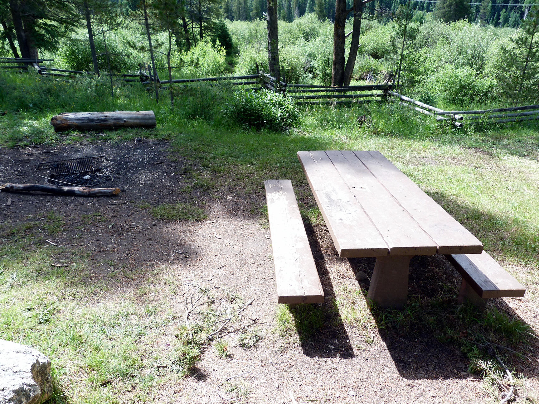 Camp-out-colorado-elk-wallow-table
