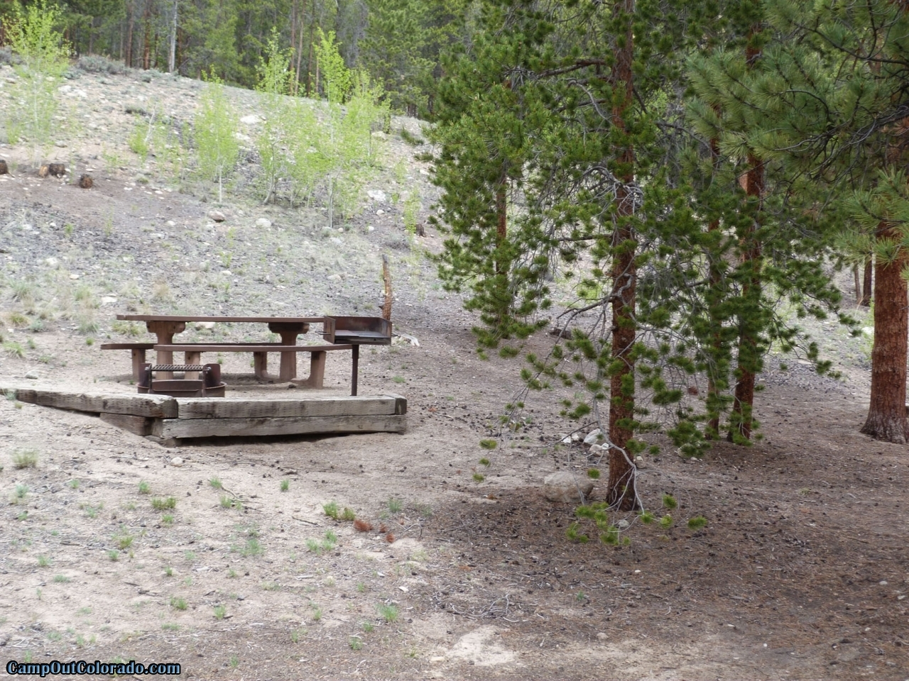 camp-out-colorado-lakeview-campground-hill-side-campsite