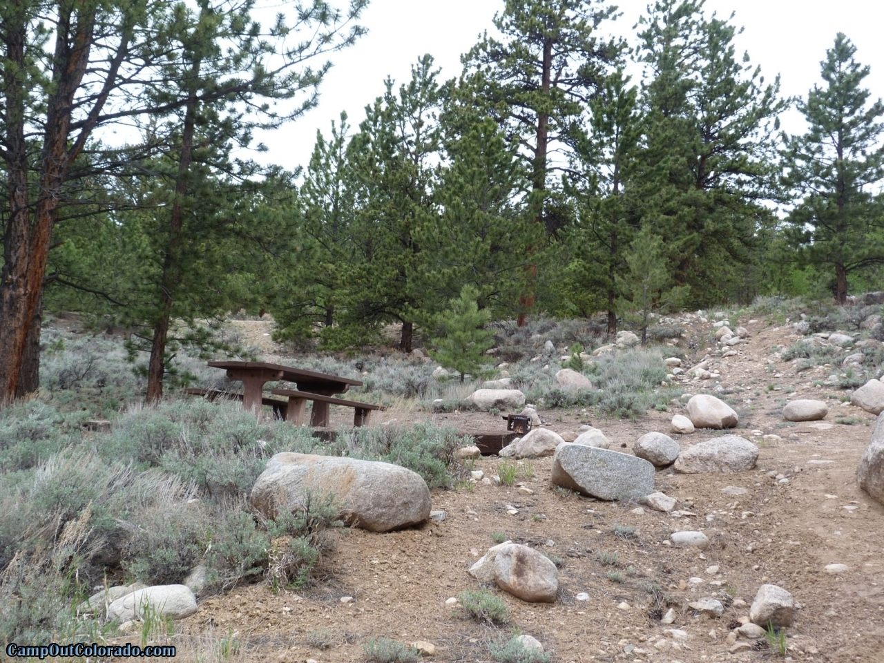 camp-out-colorado-lakeview-campground-very-rocky-campsite