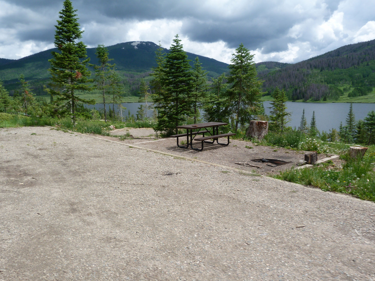 pearl-lake-state-park-campground-large-flat-parking