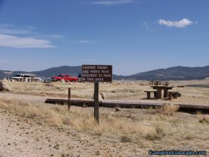 camp-out-colorado-eleven-mile-state-park-campsite-spacing