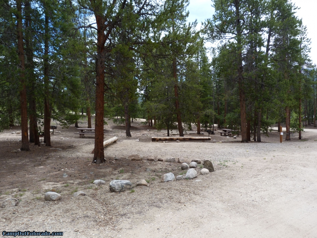 camp-out-colorado-lakeview-campground-campsite-spacing