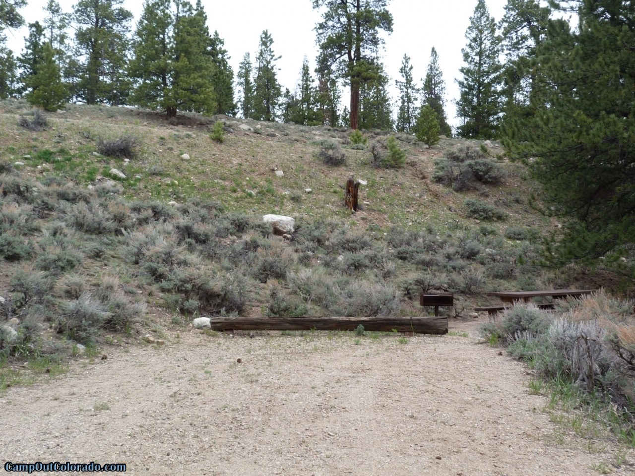 camp-out-colorado-lakeview-campground-hilly-campsite