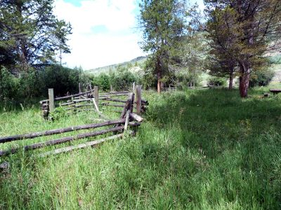 Camp-out-colorado-elk-wallow-fence