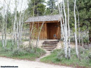 camp-out-colorado-lakeview-campground-outhouse