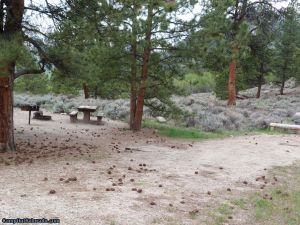 camp-out-colorado-lakeview-campground-sloped-campsite
