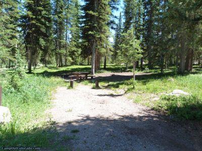 campoutcolorado-meadows-campground-rabbit-ears-shaded-campsite