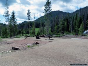 hahns-peak-lake-campground-well-groomed-campsites